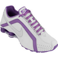 the latest 50196 4aacf ... Tênis Nike Shox Junior Feminino Branco e Lilás . ...