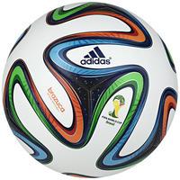 94814d70e6 Bola de Futebol de Campo Oficial Adidas OMB Brazuca WC 14 Branca e Azul  Escura